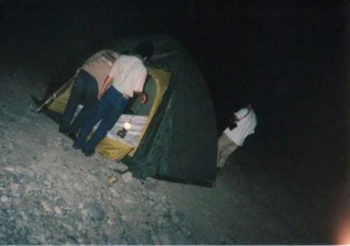 テントを立てる