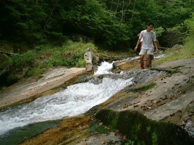 滑りやすいので注意が必要な滝