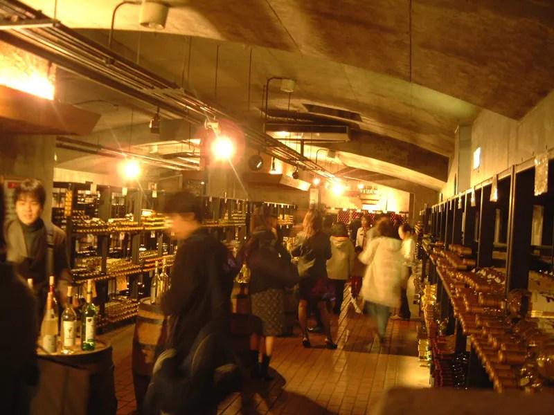 勝沼のワインカーブ