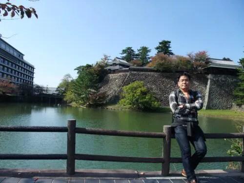 松江城のお堀端