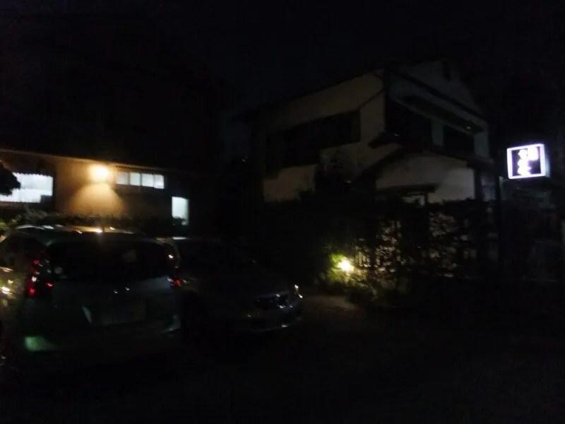 暗闇に潜むお店