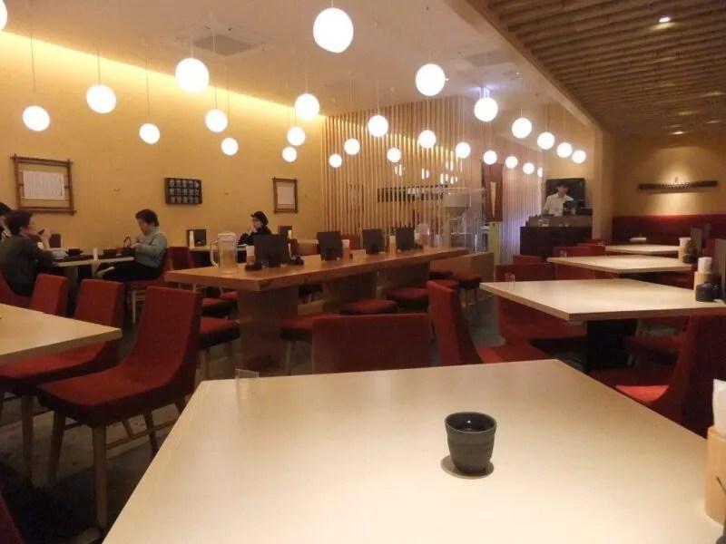 カフェのような店内