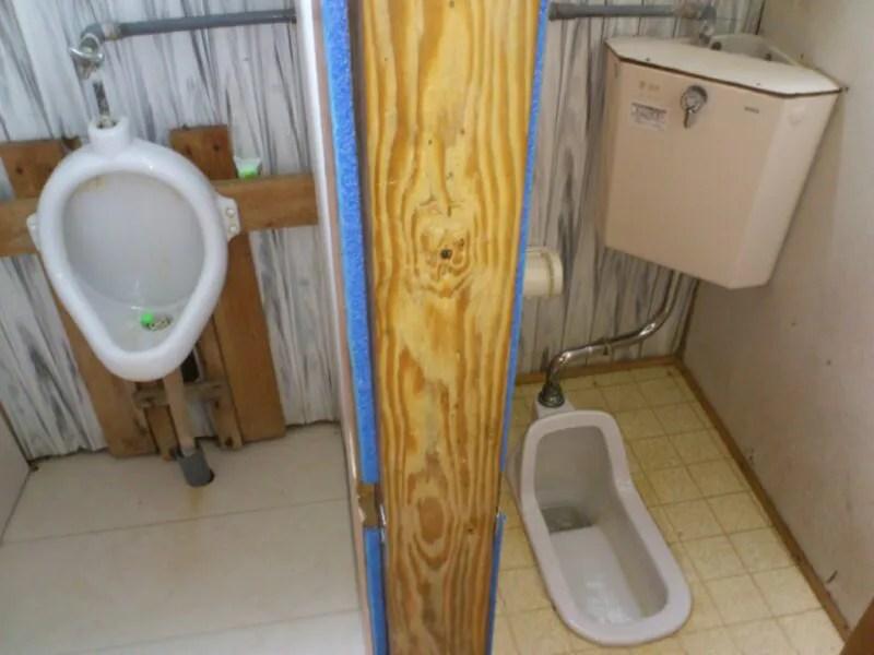 トイレの壁は薄い