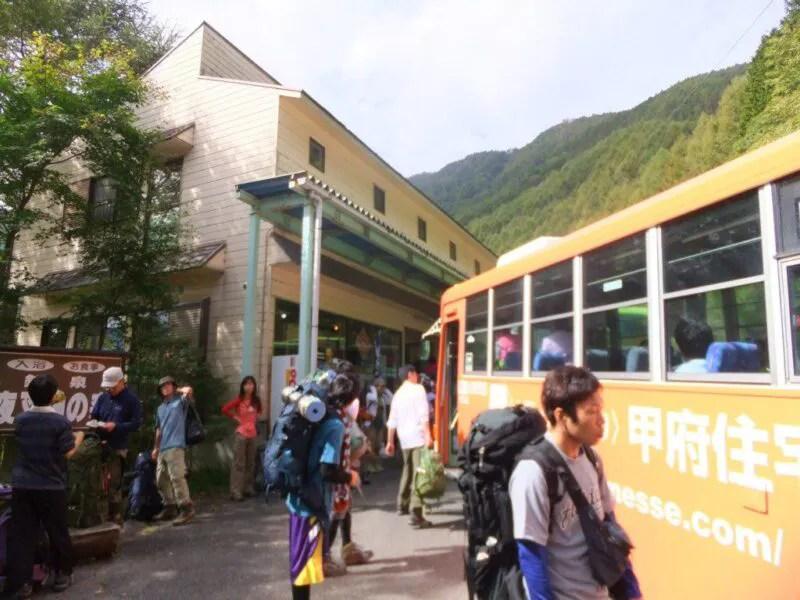 夜叉神峠のバス停