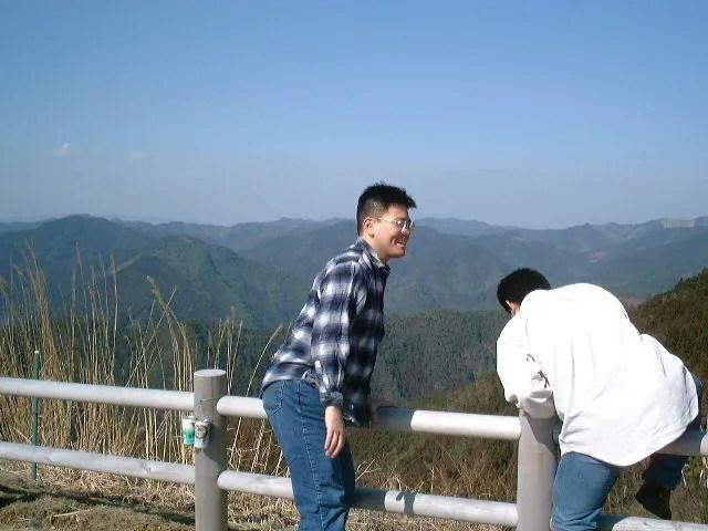 山を眺める