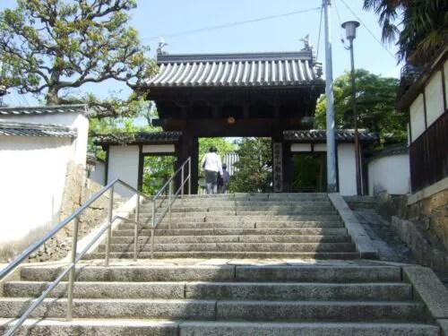 観龍寺の山門