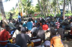 Masyarakat-Wambi-Distrik-Okaba-sedang-pertemuan-bersama