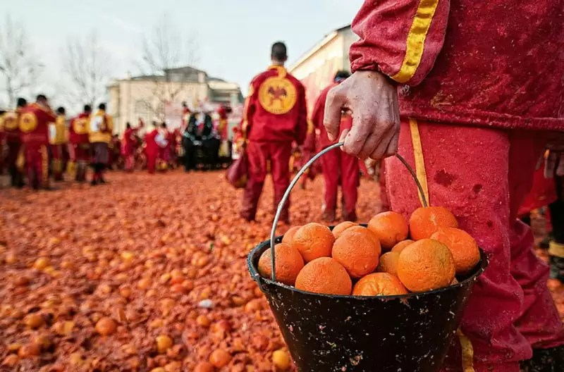Battle of the Oranges - Weird Things to do in Europe