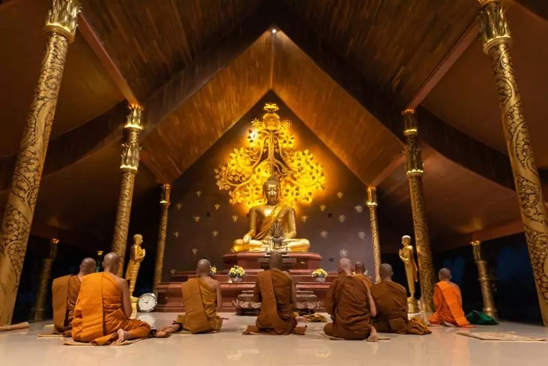 thai temple 1 - Things not to do in Thailand