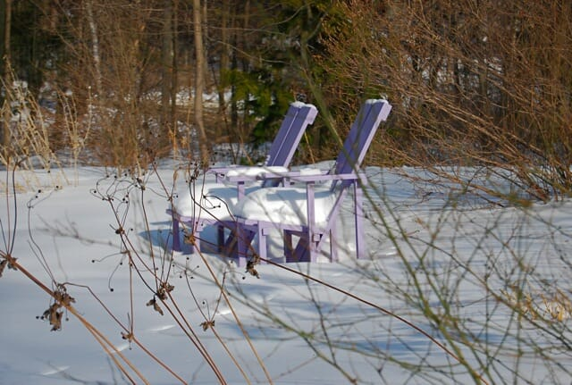 purple-chairs-in-snow