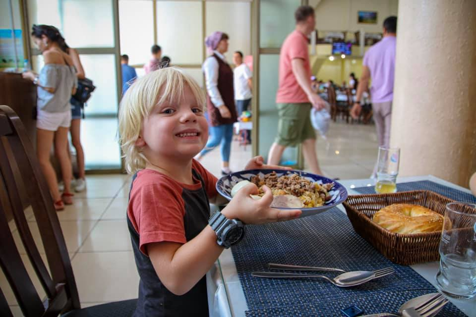 Eating Plov in Tashkent after Oscar dropped a piece of lego in the cauldron. One challenge to travel in Uzbekistan with kids!