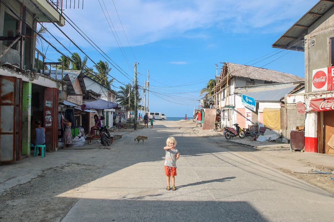 Philippines with kids. Exploring Tambissan, Borocay.