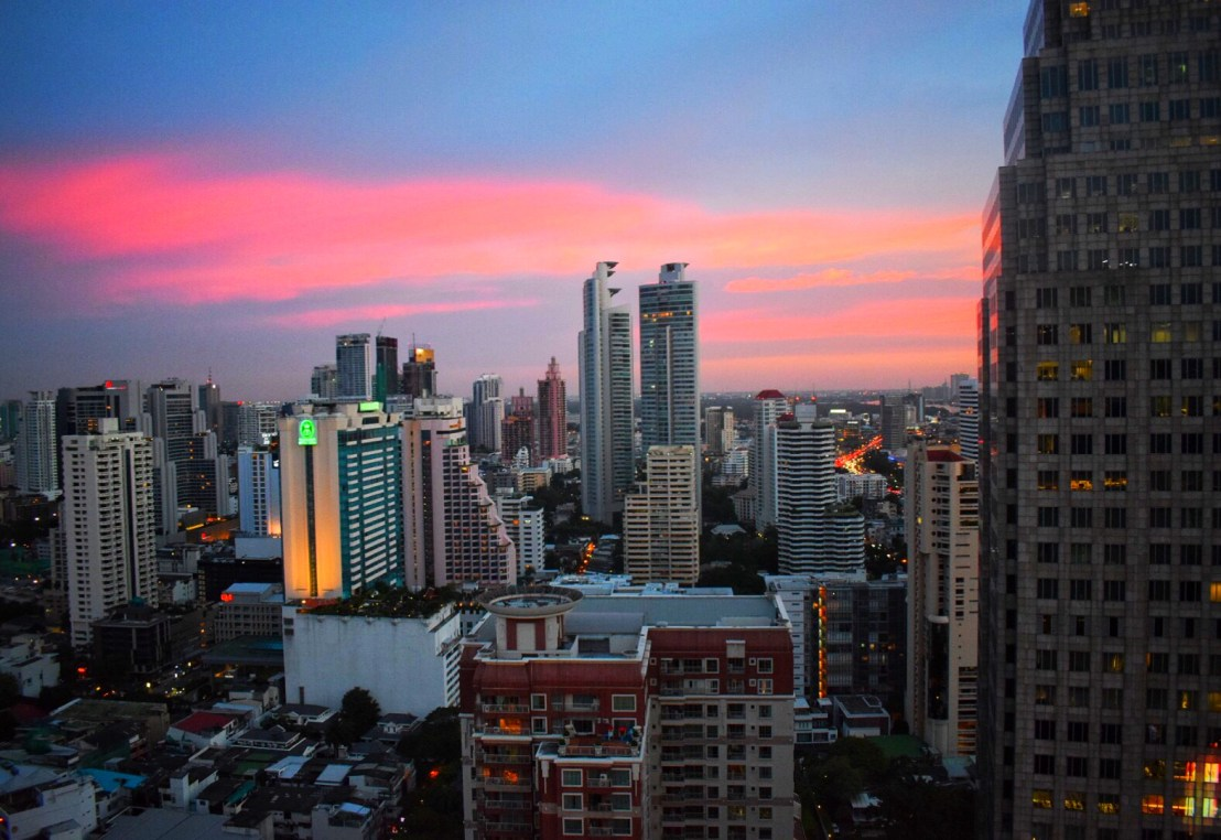 The Continet Hotel: Rooftop sunset view of Bangkok