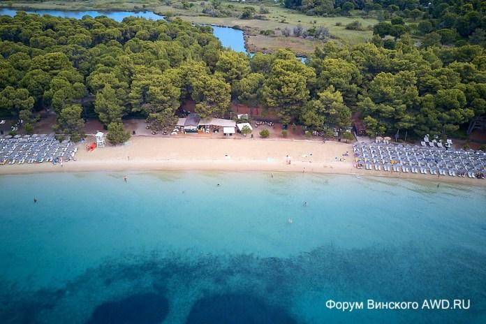 Пляж Кукунариес на острове Скиатос