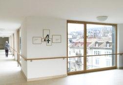 Навигация в доме престарелых в Цюрихе.