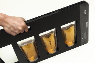 4 пакетика пива