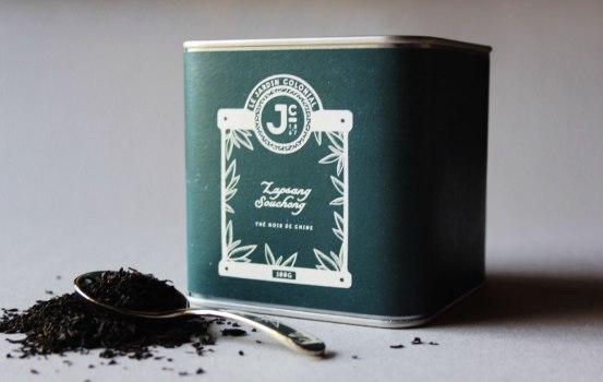 Фирменный стиль парижского магазина Le Jardin Colonial (Колониальный Сад), который специализируется на продаже травяных чаев, пряностей и благовоний.