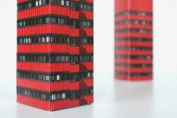 Упаковка коллекционной Дженги Университета Экономики Познани в виде одного из его зданий