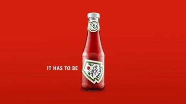 Heinz повернул этикетку на бутылках своего кетчупа, чтобы показать идеальный угол, при повороте на который, соус легко вытекает из бутылки.