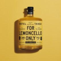Строгая айдентика линейки крепких напитков Hotel Tango с функциональным милитари-стилем и отдельной монохромной палитрой для каждого из 9 напитков бренда