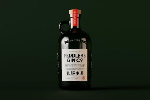У джина марки Peddlers Gin Co. очень красивые бутылка и коробки с кастомным шрифтом