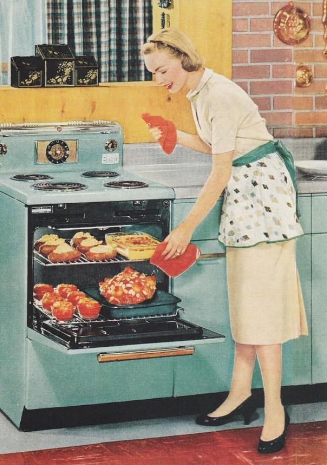 23 1 - DIA DA DONA DE CASA: Guia da 'boa esposa' dos anos 50 traz dicas de comportamento no lar