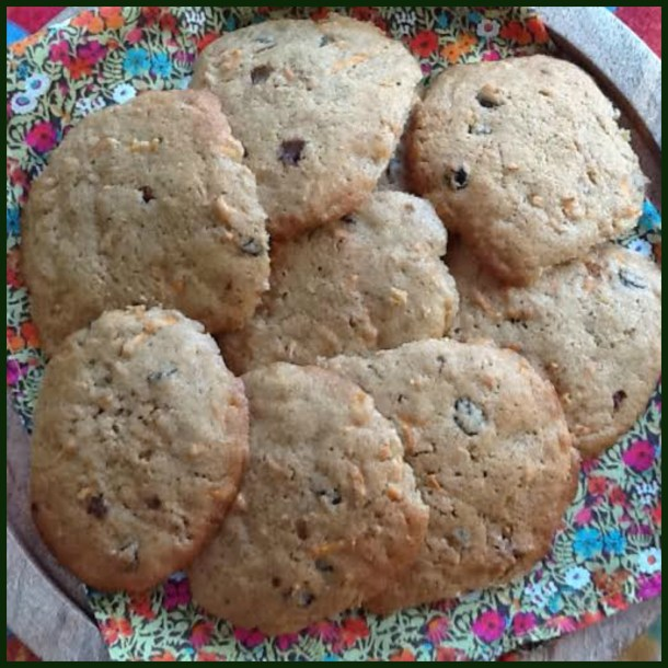 Carrot and raisin cookies - the recipe can also be used make a cake