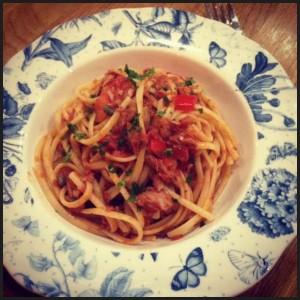 Spicy tomato & tuna with linguine