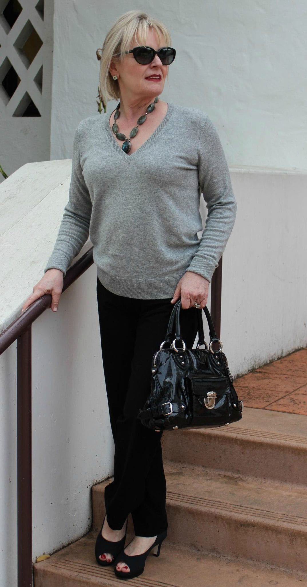 Jennifer Connolly of A Well Styled Life wearing Everlane cashmere