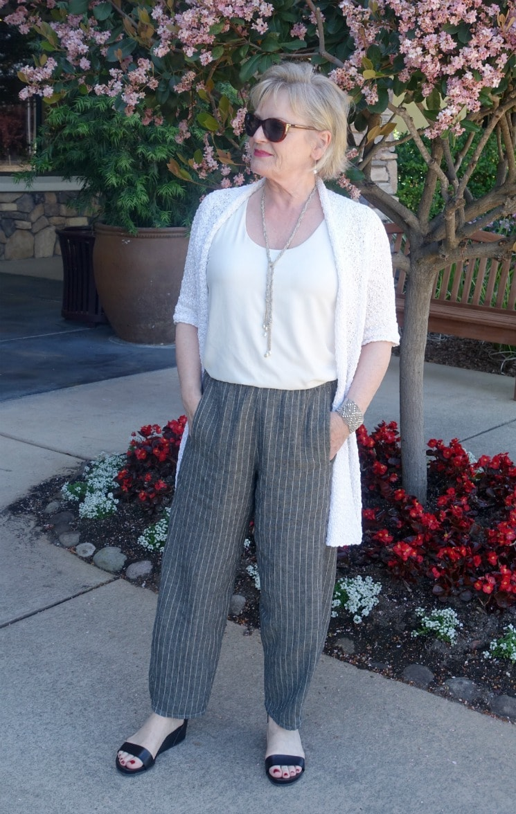 Jennifer Connolly of A Well Styled Life styling a linen lantern pant with slim top and longer white sweater