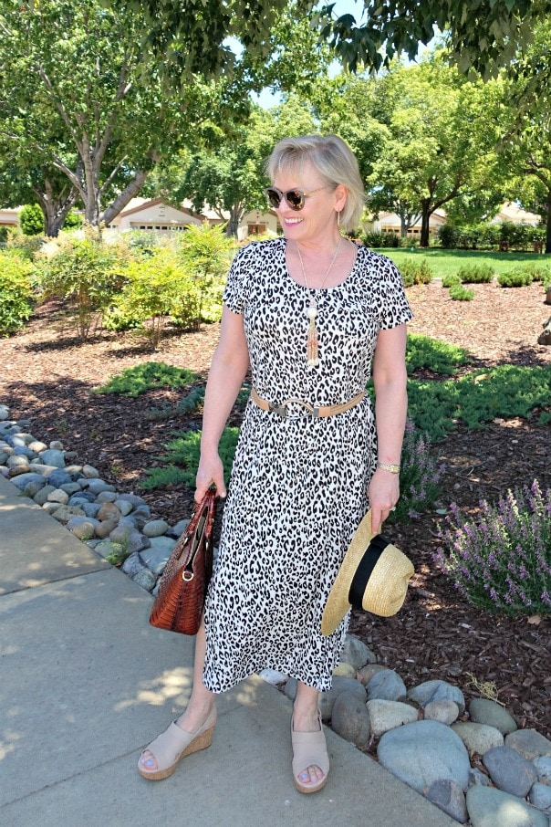 Casual outfit with leopard and neutral accessories on Jennifer Connolly of A Well Styled Life