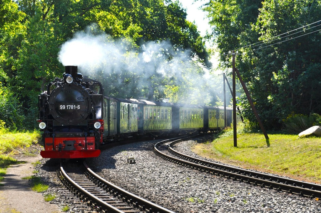 steam-locomotive-273692_1280
