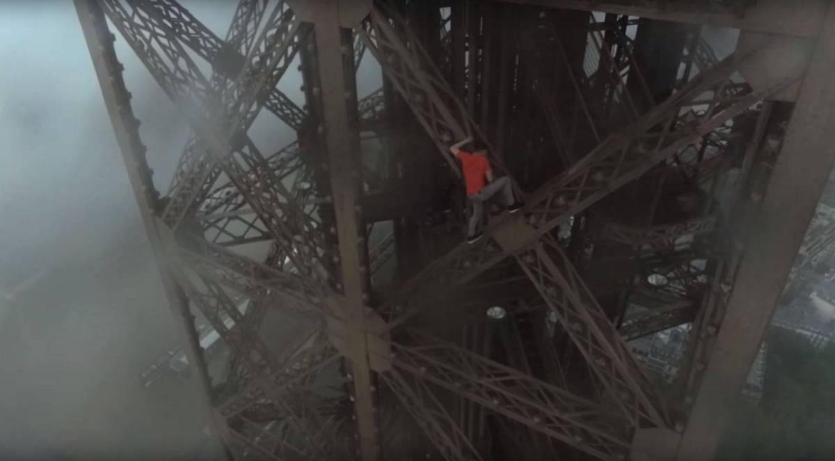 Geheimtipp für Paris-Touristen: den Eiffelturm ohne Sicherung hochklettern