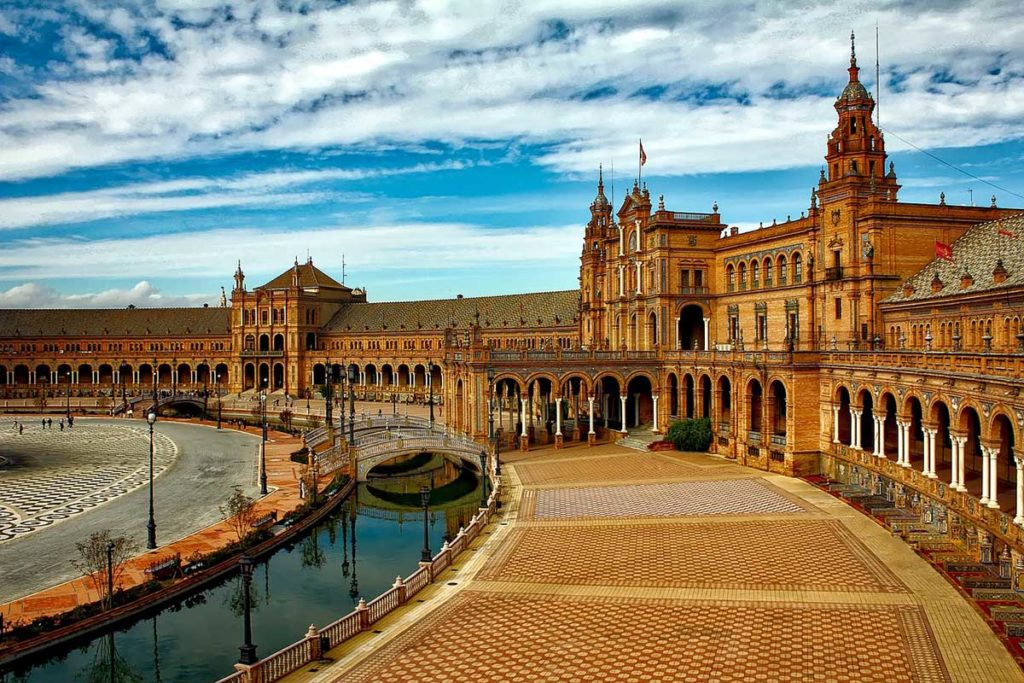 what to do in Sevilla Spain: 8 Free Things To Do in Sevilla: gardens, museums, stroll along the river