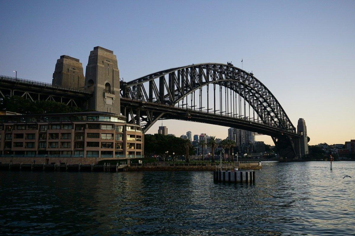 Sydney Harbor Bridge,Australia