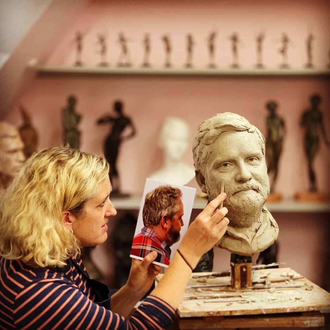 Renowned Sculptor Teaches Sculpting Techniques Through Her Online Course 4