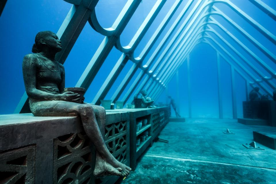 Sculptor Creates Unique Underwater Sculptural Museums To Create Environmental Awareness 1