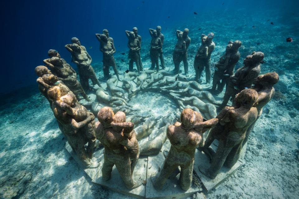 Sculptor Creates Unique Underwater Sculptural Museums To Create Environmental Awareness 6