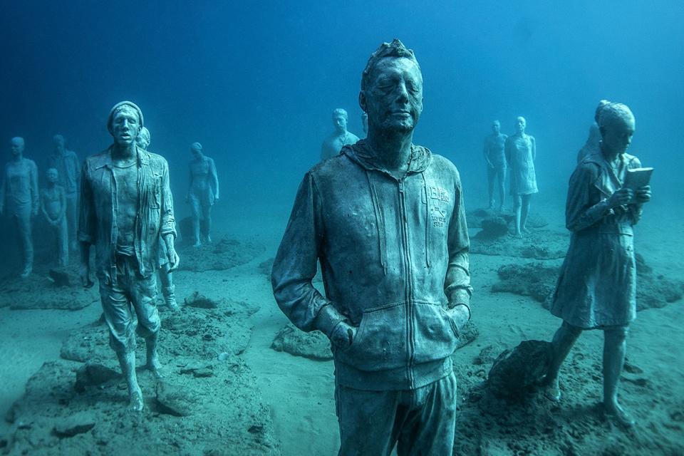 Sculptor Creates Unique Underwater Sculptural Museums To Create Environmental Awareness 9