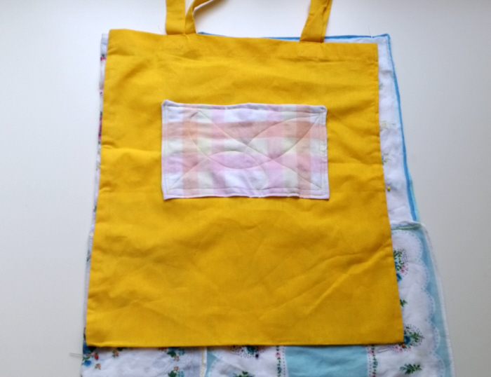 DIY upcycled vintage hankie tote tutorial