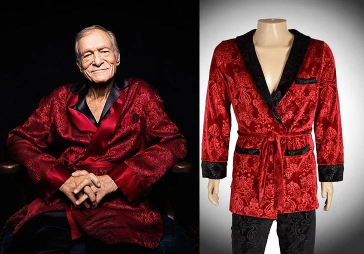 Jaqueta de veludo com assinatura Hugh Hefner e calças de lounge