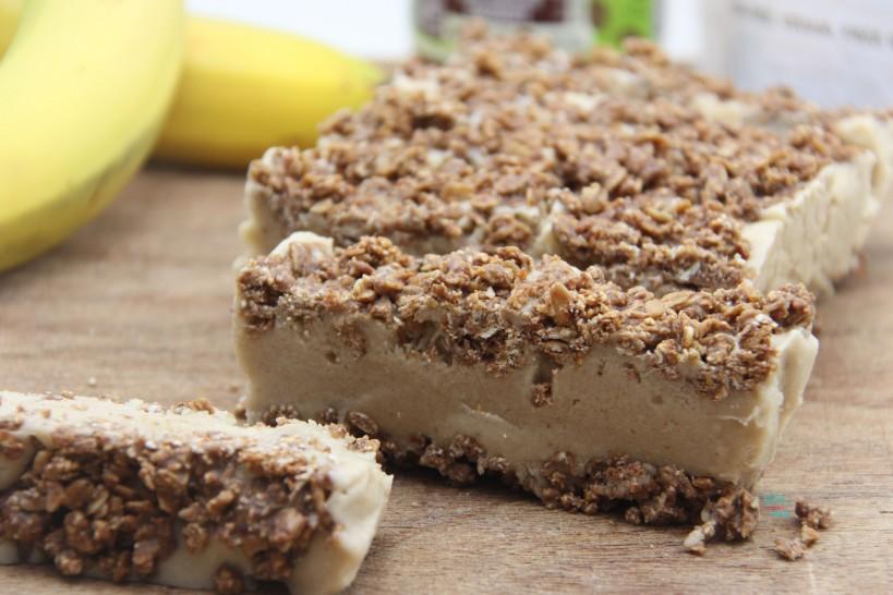 Frozen Banana Cream Granola Bars