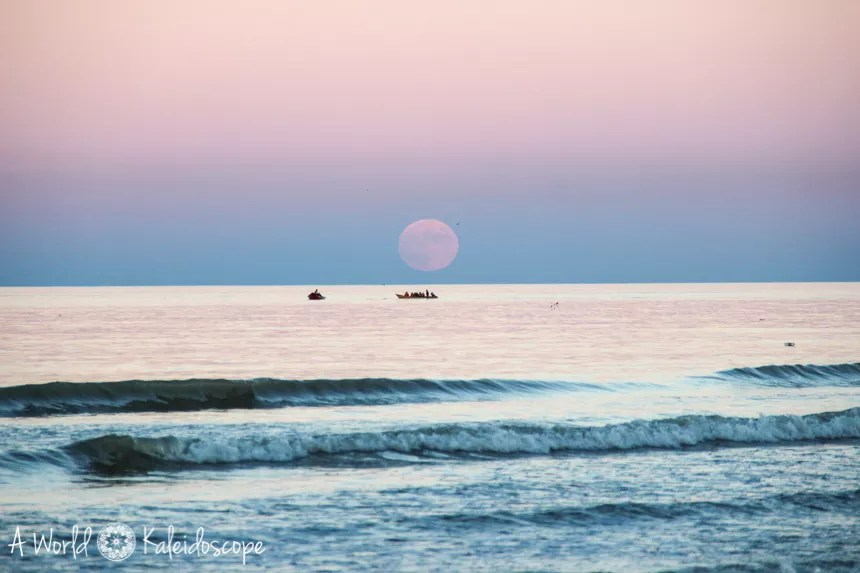 iran-backpacking-caspian-sea-moonrise