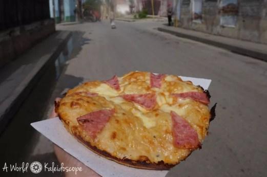 Kubanische Pizza (15 Pesos=0,75 CUC)...