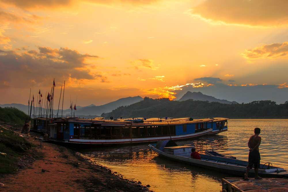 solnedgang over mekongdeltaet, laos