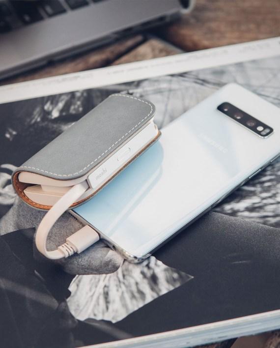 Moshi IonGo 5K Duo 雙向充電帶線行動電源 (USB-C 及 Lightning 雙充電線