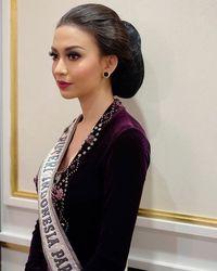 Foto Cantik Dan Anggun Para Puteri Indonesia Dengan Sanggul Jawa