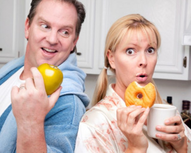 Image result for cewek gemuk makan berdua dengan pasangan