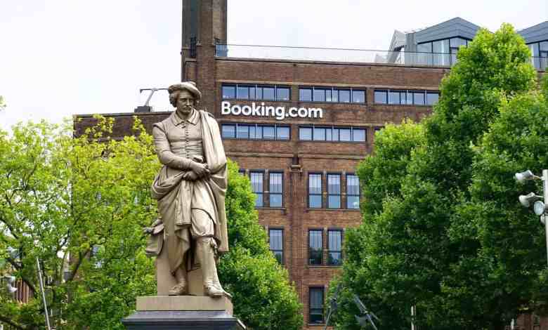 Statue in front of the booking office in Amsterdam