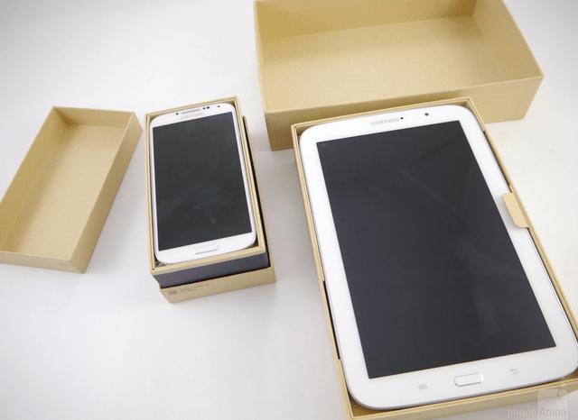 Samsung_Galaxy_S4_box (2)